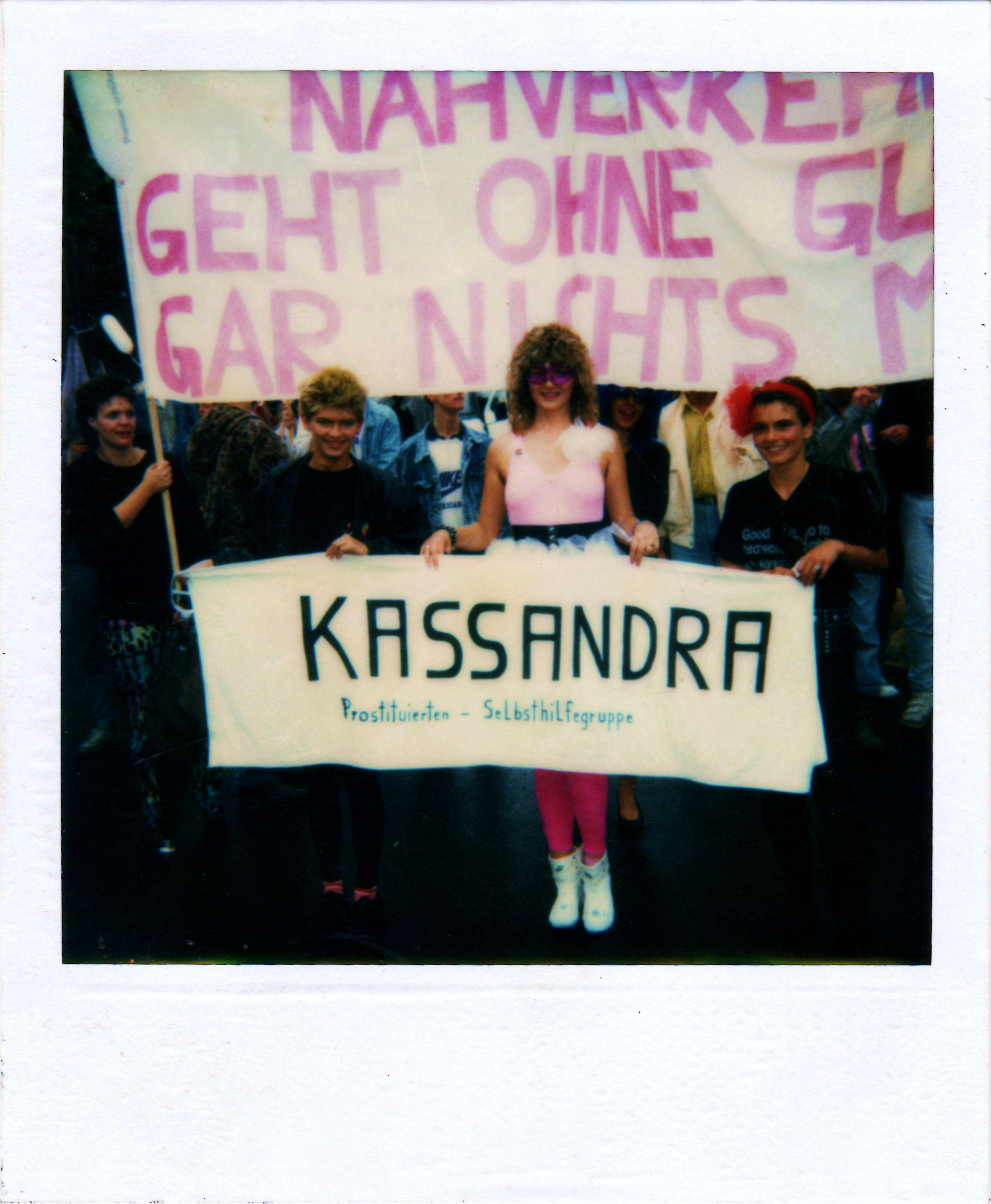 """CSD 1989 Berlin """"Im öffentlichen Nahverkehr geht ohne Gummi gar nichts mehr!"""""""